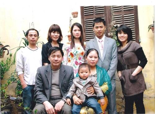 Gia đình hạnh phúc của chị Hai Thềm và thượng tá Nguyễn VănHùng