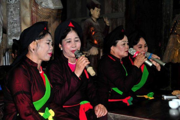 Điệu hát mời nước, mời trầu để thể hiện tình cảm, sự trọng thị của chủ với khách trước khi bắt đầu canh hát.